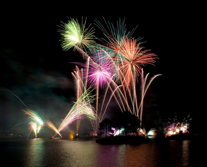 Fireworks - Canon Rebel XT - ISO 100 - f/16 - 4 seconds