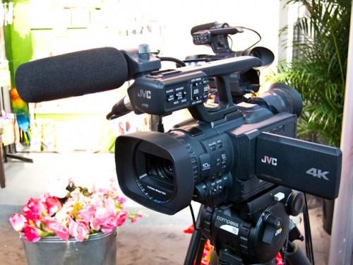 JVC GY-HMQ10 4K Cam-5