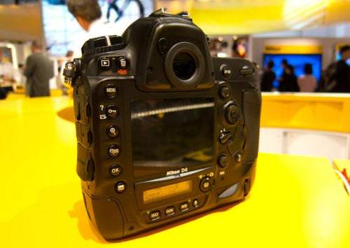 Nikon D4-4