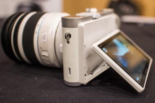 Samsung NX300 White-7