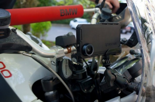 Hitcase-MotoR-Mount-on-Handlebar