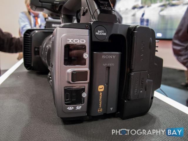 Sony FDR-AX1-3