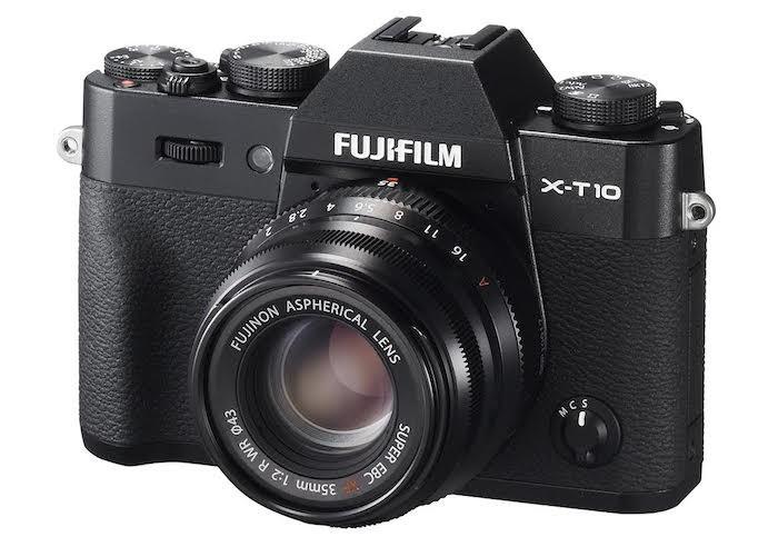 Fuji XF 35mm f2 R WR lens mounted