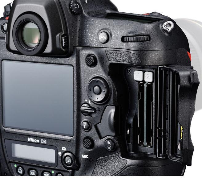 Nikon D5 CF Slots