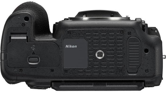 Nikon D500 bottom